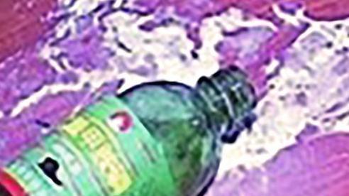 Phú Thọ: Nghi án một gia đình bị kẻ xấu bỏ thuốc sâu vào bể nước ăn - Ảnh 1.