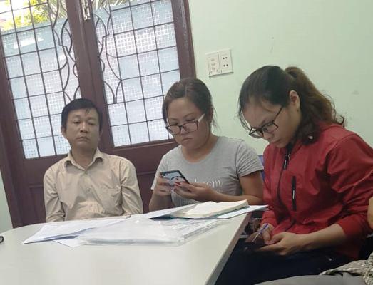 Bà Huỳnh Sậy Nàng (ngồi ở giữa), đại diện PKĐK Quốc Tế bà thừa nhận những sai phạm nghiêm trọng trong khám, chữa bệnh.