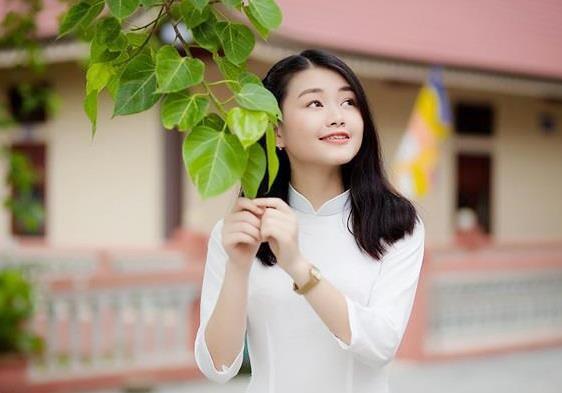 Ngọc Mai cũng đăng ký vào ĐH Ngoại thương Hà Nội. Nữ sinh từng đoạt giải nhất cuộc thi học sinh giỏi cấp tỉnh khối 11.