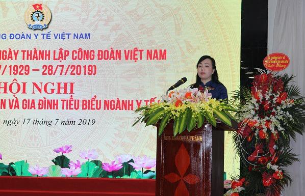 Bộ trưởng Bộ Y tế Nguyễn Thị Kim Tiến đánh giá cao đóng góp của đoàn viên công đoàn ngành Y tế trong những thành tích đạt được của ngành. Ảnh: T.H