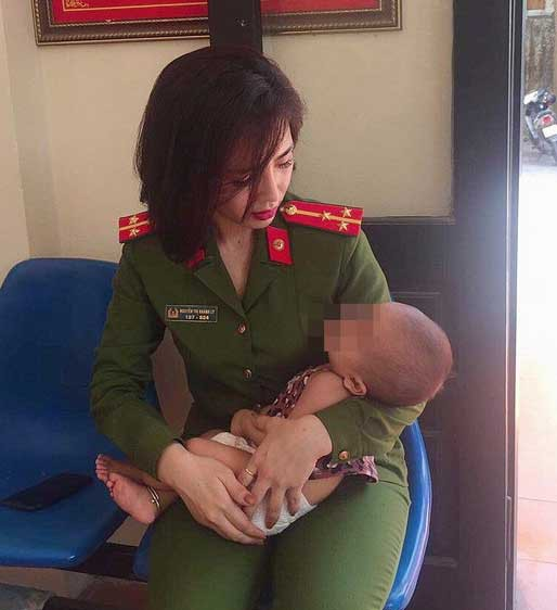 Nữ thượng úy xinh đẹp khuyên người đàn ông định ôm con tự tử phải mạnh mẽ, làm chỗ dựa cho vợ con - Ảnh 2.