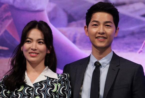 Song Hye Kyo ở nhà thuê, Song Joong Ki sống cùng gia đình. Vụ ly hôn trên tòa sẽ kết thúc vào cuối tháng 7.