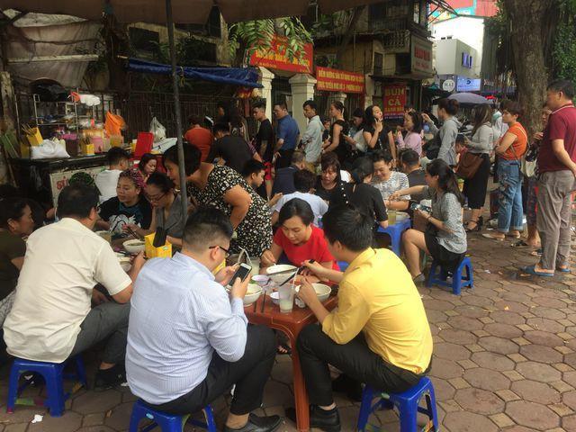 Nhiều khách hàng cho biết, muốn không bị mắng phải có nguyên tắc khi ăn ở quán ăn này