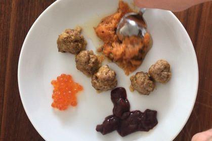 Bà mẹ trẻ cho con trai 2 tuổi ăn thịt và nội tạng sống, không có bất cứ loại rau nào trong bữa ăn - Ảnh 6.