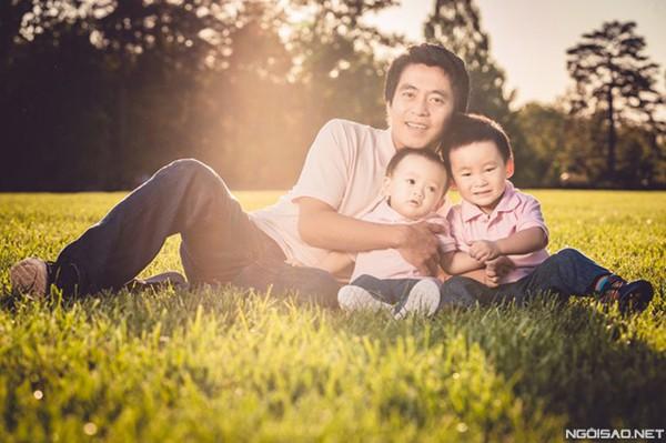 Chồng và 2 con trai của Xuân Mai.