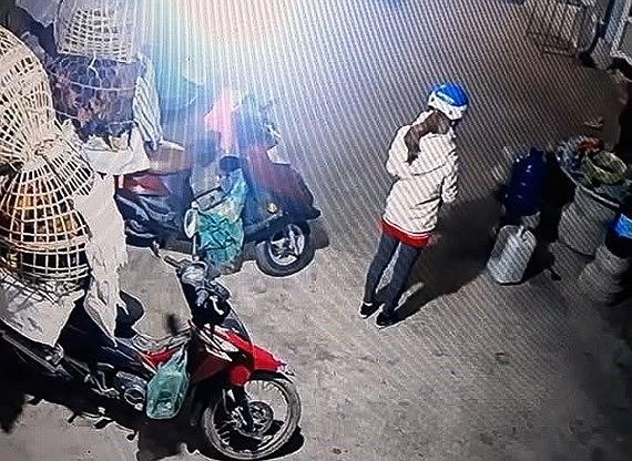 Nình ảnh cuối cùng của nữ sinh giao gà trước khi bị bắt cóc, hãm hiếp rồi sát hại.
