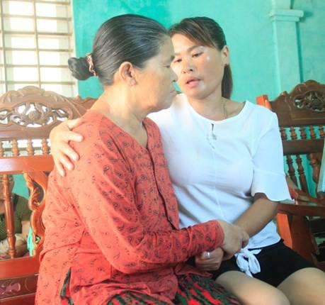 Người phụ nữ nghẹn ngào khi gặp lại người thân sau 24 năm bị lưu lạc - Ảnh 3.