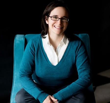 Emily Guy Birken là tác giả của 4 cuốn sách về tài chính. Ảnh: NBC News.