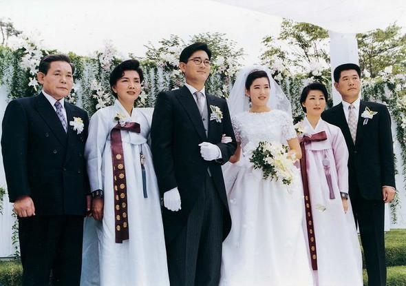 Đám cưới môn đăng hộ đối, cả chồng lẫn vợ đều không hề thua kém nhau về vị thế, tài năng và khí chất của giới thượng lưu.