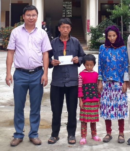 Gia đình 2 cô bé khiếm thị người dân tộc đã nhận được tấm lòng hảo tâm của độc giả báo Gia đình và Xã hội - Ảnh 2.