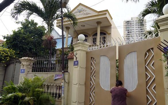 Các căn nhà, đất ở đường Chu Mạnh Trinh, TP Vũng Tàu mà hai bên tranh chấp suốt 12 năm qua - Ảnh: ĐÔNG HÀ