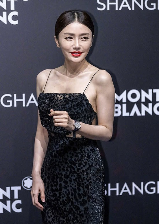 Tần Lam hiện ở tuổi 38, chưa kết hôn và sinh nở, cô vẫn là nghệ sĩ đắt show, được khán giả quan tâm. Nữ diễn viên cũng dính nghi vấn phẫu thuật thẩm mỹ, nhưng cô không xác nhận điều này.