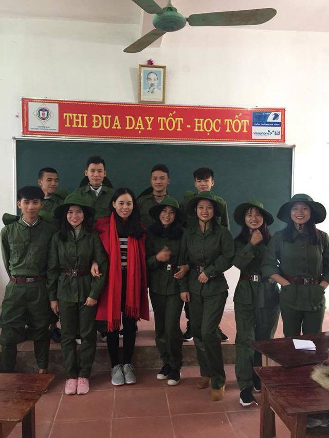 Nguyễn Đặng Công Minh (thứ 2 bên phải hàng phía trên) dự định sẽ nộp hồ sơ vào trường Đại học Chính trị.