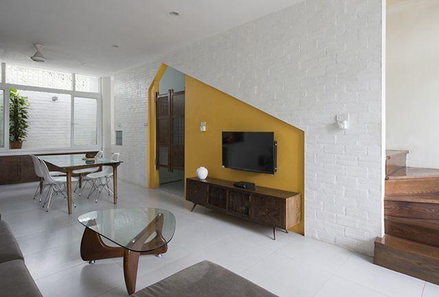 Nội thất tối giản để phòng khách không bị quá ngột ngạt và chật chội.