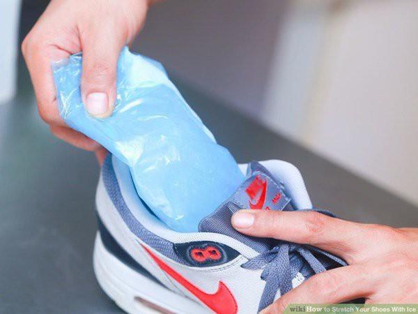 Vợ tiện tay để giày vào ngăn đá, chồng định mắng thì vỡ òa thấy thành quả sau 1 đêm - Ảnh 1.