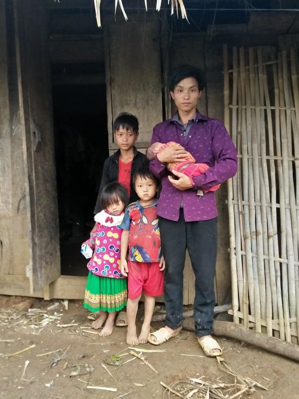 Xót xa bé gái H'Mông mồ côi khi chưa kịp bú giọt sữa mẹ đầu tiên - Ảnh 1.