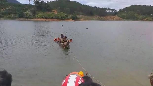 Lật xuồng trong lúc câu cá, 3 thanh niên đuối nước tử vong - Ảnh 1.