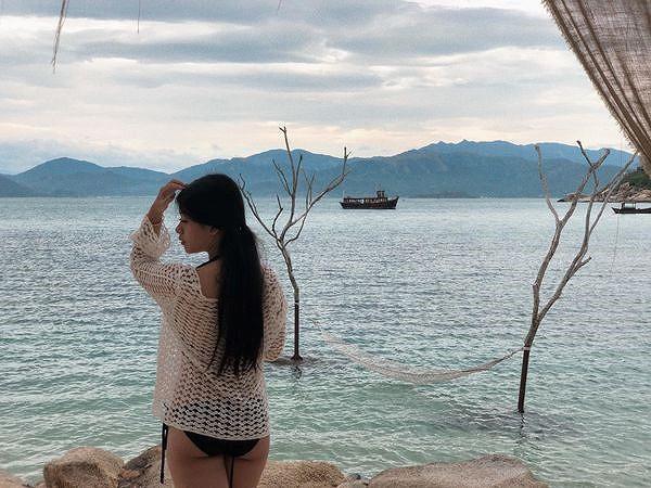 Con gái 15 tuổi của nghệ sĩ Chiều Xuân khoe ảnh áo tắm nóng bỏng - Ảnh 2.