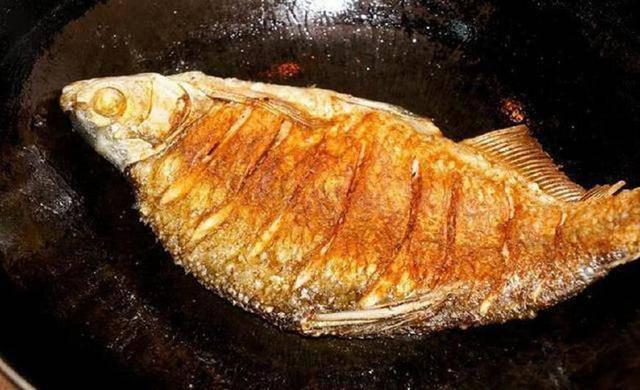 Dù rán cá gì, hãy thêm bước này, da cá vàng giòn không nát để kho cũng rất ngon  - Ảnh 1.