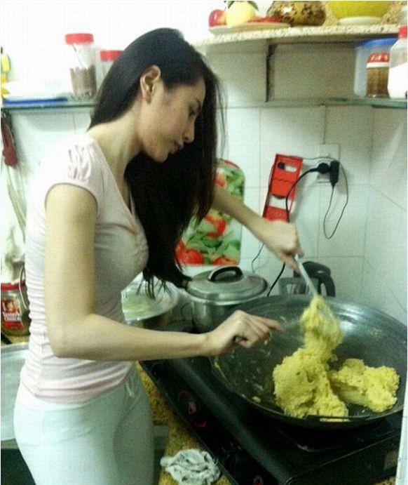 Thủy Tiên: Sau hào quang sân khấu là người vợ đảm bên căn bếp - Ảnh 1.