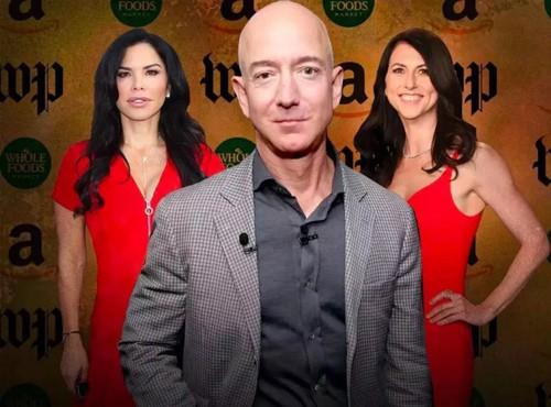 Jeff Bezos ly hôn người vợ 25 năm (phải) để đến bên người tình, nữ MC Lauren Sanchez . Ảnh: Bloomberg.