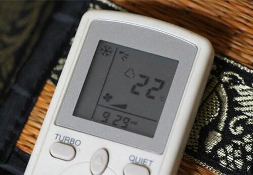 Chế độ làm mát (biểu tượng hình bông tuyết) thổi ra khí lạnh để duy trì ở mức nhiệt độ cài đặt.