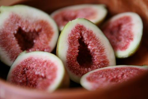 Không chỉ có hình dáng bắt mắt, quả đều, mà sung Nhật còn ngọt, mềm, thơm hơn hẳn hàng trong nước. Quả chín có thể bóc vỏ hoặc ăn luôn tùy thích, chỉ cần bảo quản tủ mát như hoa quả thông thường.