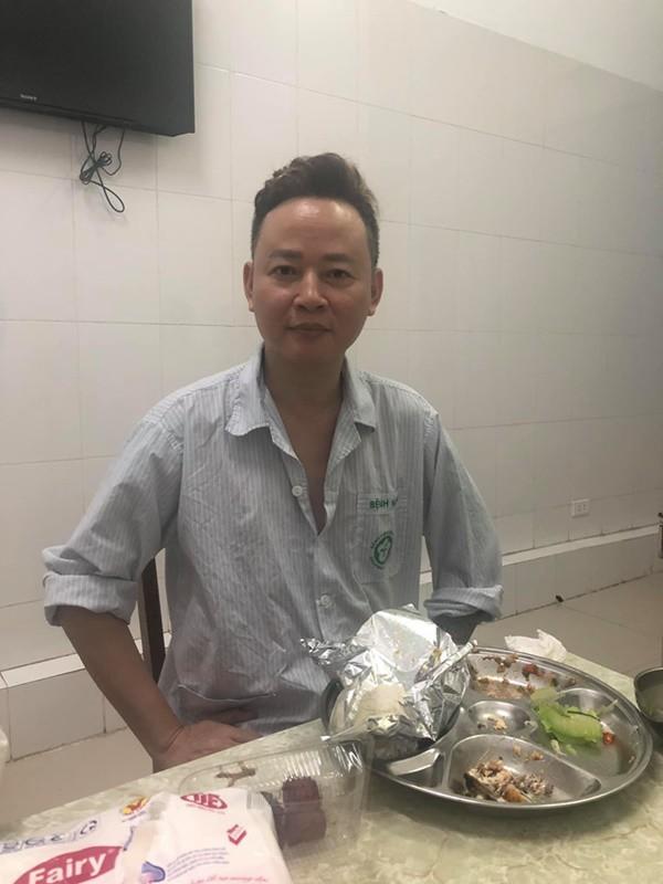Sau 1 tuần điều trị, Tùng Dương đã hồi phục hơn trước. Ảnh: