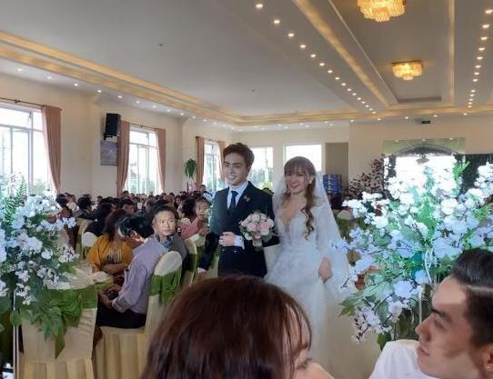 Thu Thủy hạnh phúc trong lễ cưới lần hai bên chồng kém 10 tuổi  - Ảnh 1.