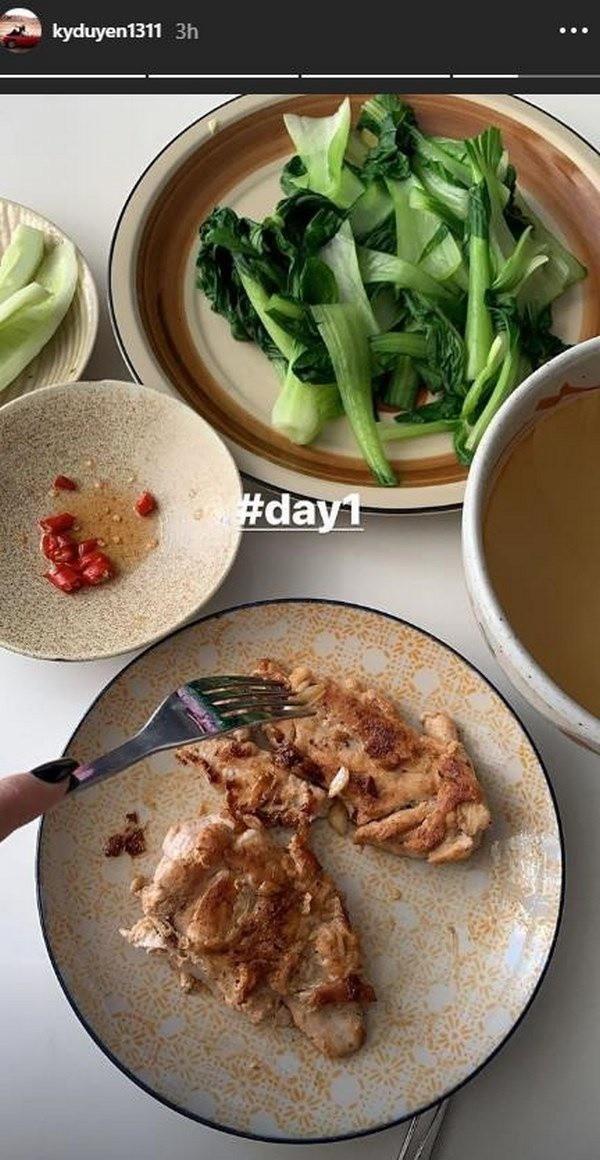 Khẩu phần ăn hàng ngày của Kỳ Duyên thường bao gồm rau củ quả và thịt gà trắng.