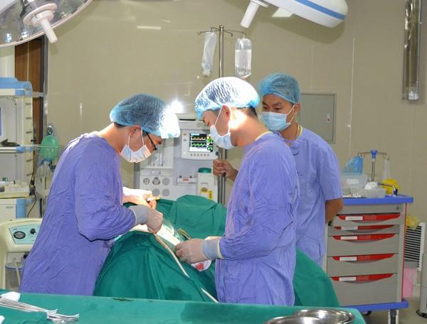 Bệnh nhân tá hỏa với hơn 100 viên sỏi một bên thận, bác sĩ khuyến cáo cách ngăn ngừa tái phát - Ảnh 1.