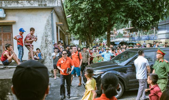 """""""Ông trùm"""" Phan Quân đưa quân đá giao hữu bóng đá gây quỹ từ thiện tại Quảng Ninh - Ảnh 1."""