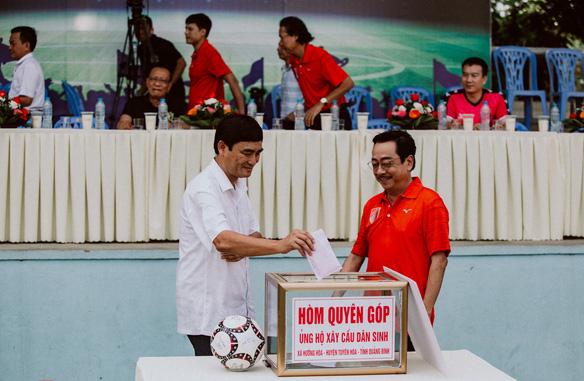 """""""Ông trùm"""" Phan Quân đưa quân đá giao hữu bóng đá gây quỹ từ thiện tại Quảng Ninh - Ảnh 9."""