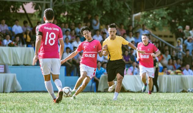 """""""Ông trùm"""" Phan Quân đưa quân đá giao hữu bóng đá gây quỹ từ thiện tại Quảng Ninh - Ảnh 5."""