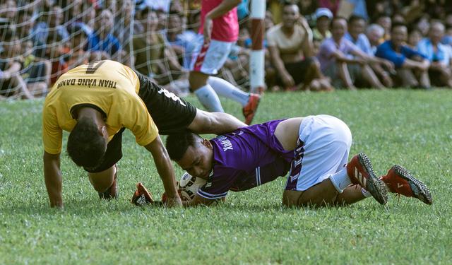 """""""Ông trùm"""" Phan Quân đưa quân đá giao hữu bóng đá gây quỹ từ thiện tại Quảng Ninh - Ảnh 6."""