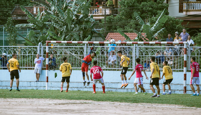 """""""Ông trùm"""" Phan Quân đưa quân đá giao hữu bóng đá gây quỹ từ thiện tại Quảng Ninh - Ảnh 4."""