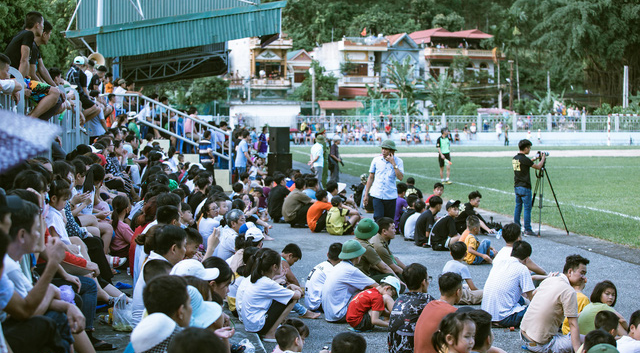 """""""Ông trùm"""" Phan Quân đưa quân đá giao hữu bóng đá gây quỹ từ thiện tại Quảng Ninh - Ảnh 3."""