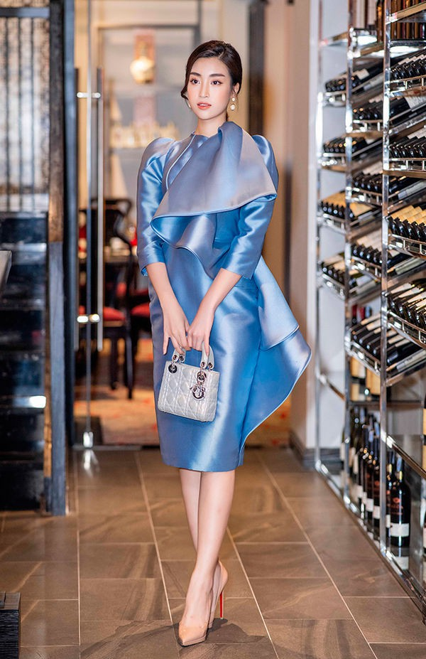 Chăm diện hàng hiệu cực chất, Đỗ Mỹ Linh thoát mác hoa hậu nghèo nhất Việt Nam - Ảnh 6.