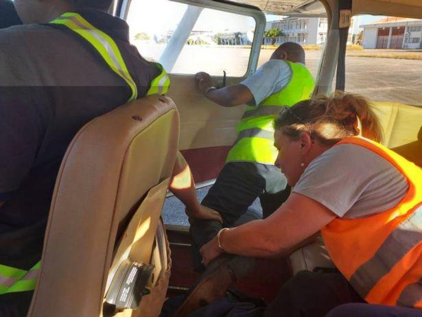 Nữ sinh 19 tuổi đột nhiên phá cửa máy bay nhảy xuống chết ngay tại chỗ và bí ẩn đằng sau - Ảnh 4.