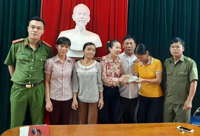 Vinh danh 3 người phụ nữ nghèo ở Hà Tĩnh nhặt được gần 50 triệu đồng tìm người trả lại - Ảnh 2.