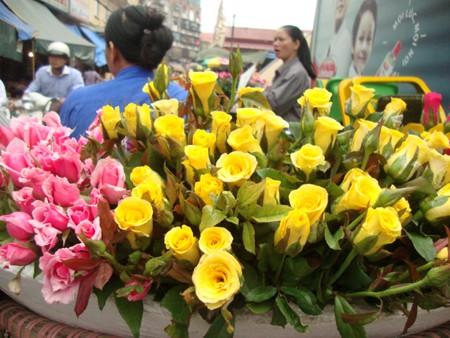 Những loài hoa tài lộc, may mắn đắt hàng nhất mùa Vu lan - Ảnh 2.