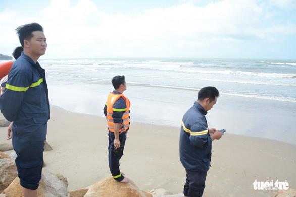 Chuyến du lịch hè định mệnh nghẹn ngào bên bãi biển - Ảnh 2.
