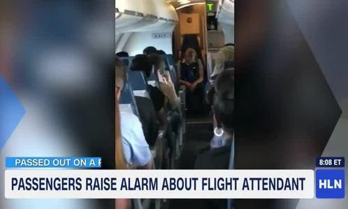 Nữ tiếp viên Mỹ say xỉn, ngủ gục trên lối đi suốt chuyến bay  - Ảnh 1.