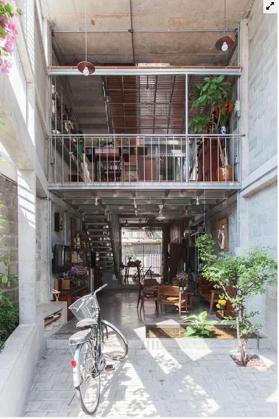 Nhà ống Sài Gòn như chiếc lồng đón nắng gió - Ảnh 1.