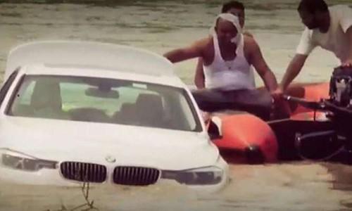Sinh nhật, bố mẹ tặng xe siêu sang, cậu con trai thẳng tay đẩy xuống sông vì lý do khiến ai cũng bực mình - Ảnh 1.