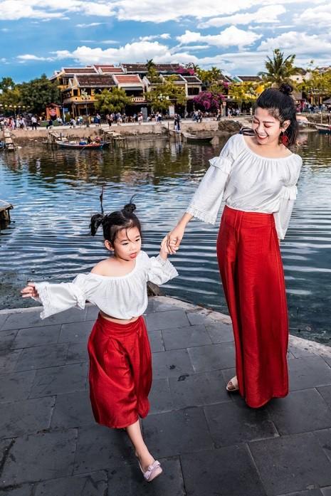 Diễn viên Mai Phương dẫn con gái đi du lịch Hội An sau bạo bệnh - Ảnh 6.