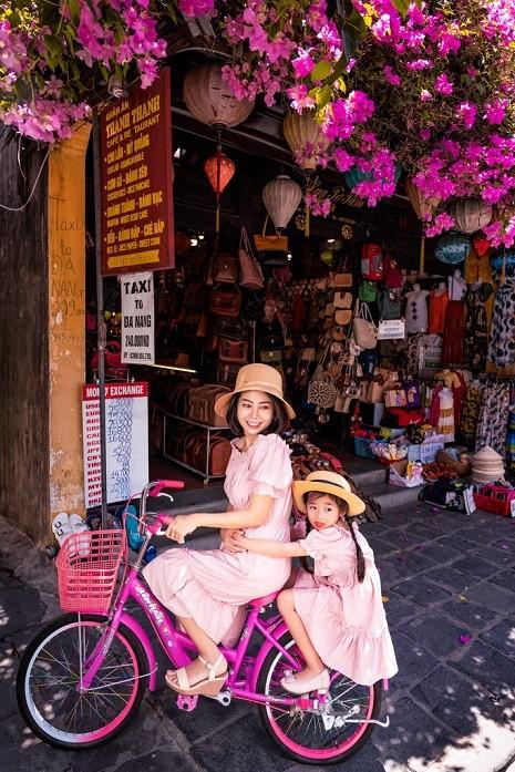 Diễn viên Mai Phương dẫn con gái đi du lịch Hội An sau bạo bệnh - Ảnh 8.