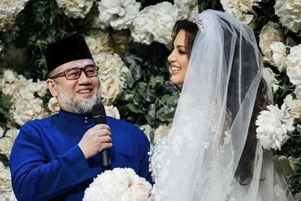 Thông tin gây sốc về cựu Quốc vương vừa bỏ vợ là Hoa hậu xinh đẹp: Mới ly hôn đã cưới người phụ nữ khác - Ảnh 1.