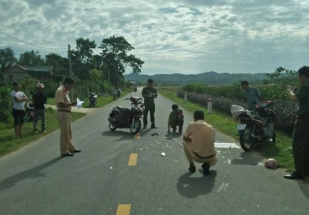 Hà Tĩnh: Hai xe máy đấu đầu, một người đàn ông tử vong trên đường đi cấp cứu - Ảnh 1.