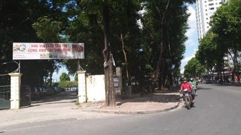 """Hà Nội: Bán đảo Linh Đàm được """"đặc cách"""" để 3 làn ô tô dưới lòng đường, vỉa hè? - Ảnh 4."""